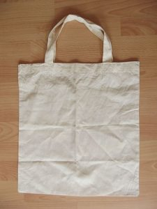Reusable bag. By Erkaha (Own work) [CC BY-SA 4.0 (http://creativecommons.org/licenses/by-sa/4.0)], via Wikimedia Commons
